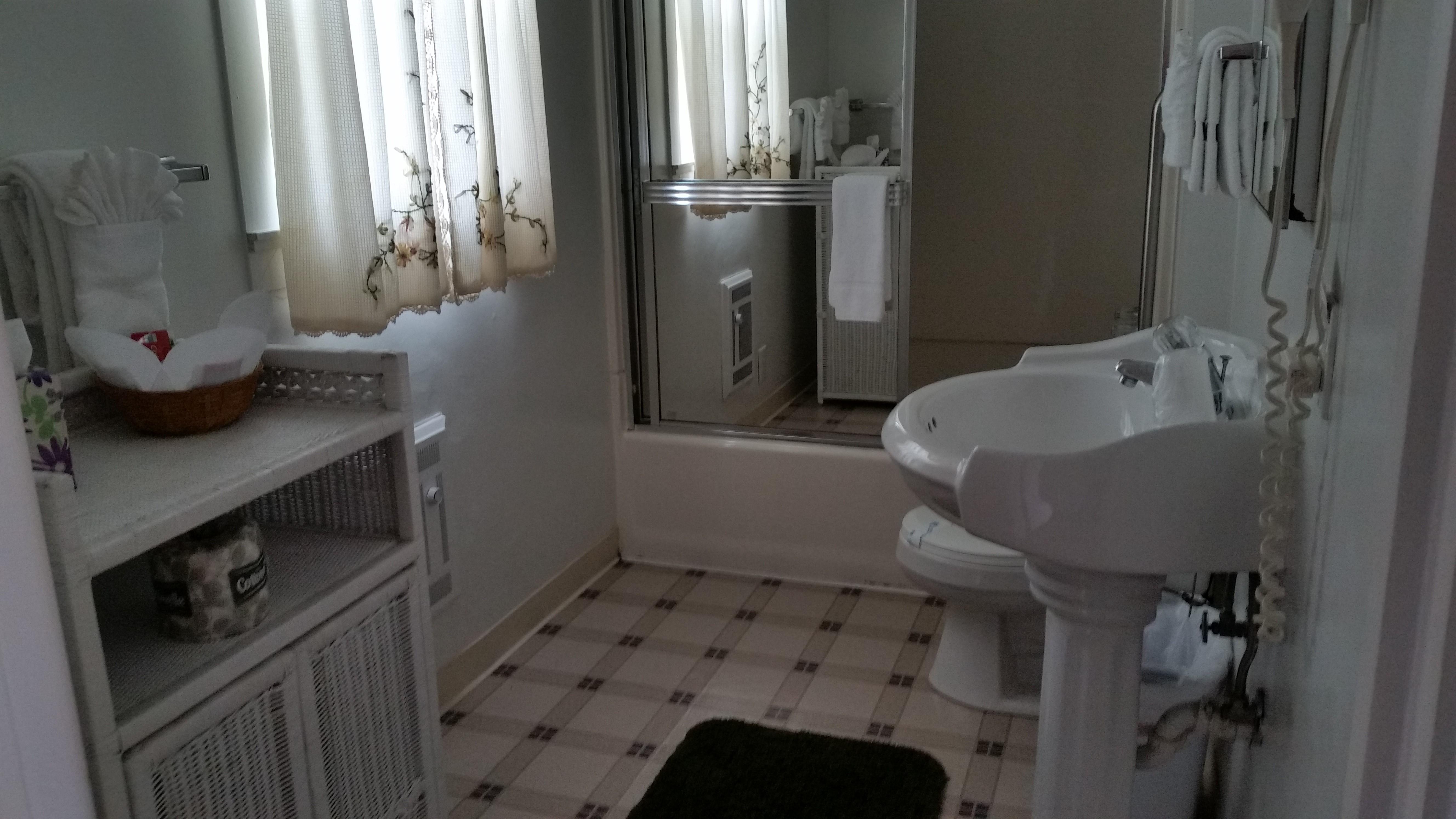 Suite10bathroom.jpg